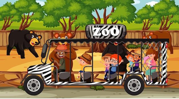 Scena di safari con molti orsi e bambini su un'auto turistica
