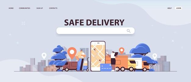 Persone del servizio di consegna sicura che utilizzano l'applicazione di shopping digitale di trasporto e logistica online sullo schermo dello smartphone
