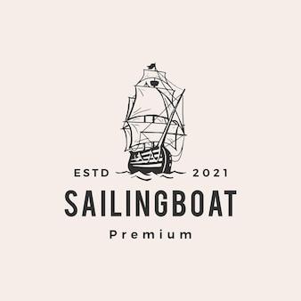 Logo vintage hipster barca a vela