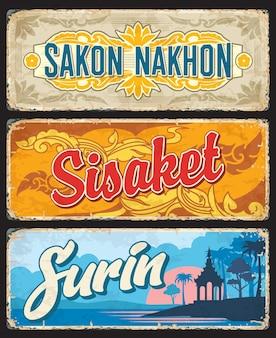 Sakon nakhon, sisaket e provincia di surin in thailandia piatti vettoriali e cartelli in latta. santuario del pilastro, fiume mun, ornamenti di fiori e foglie di banaba di sigilli provinciali thailandesi, design asiatico di viaggi e turismo