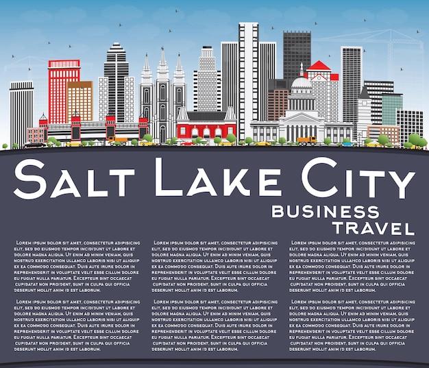Skyline di salt lake city con edifici grigi, cielo blu