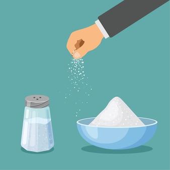 Salare in uno shaker con tappo di metallo e in una ciotola. la mano spruzza il sale. ingrediente per cottura e cottura. condimento alimentare di vettore del fumetto. utensili da cucina dal design piatto alla moda