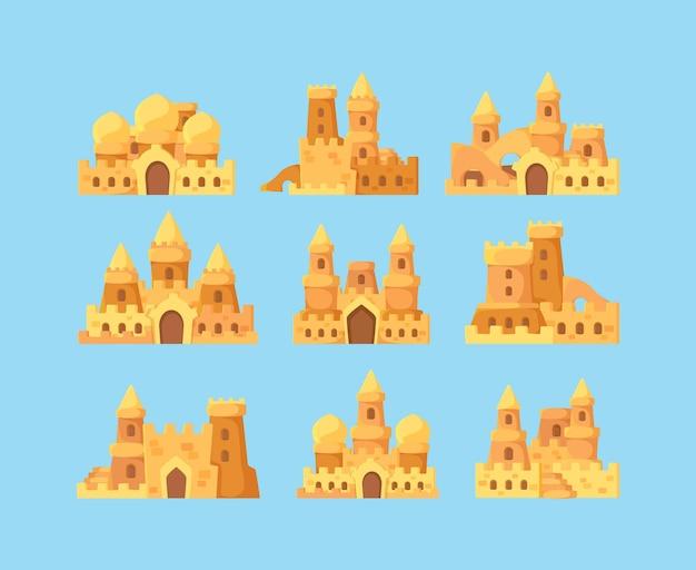 Castelli di sabbia per bambini. costruttori di bambini di attività di vacanza che fanno il palazzo della fortezza dei castelli di sabbia vicino al fumetto di vettore dell'oceano. infanzia della fortezza, fumetto che fa illustrazione del palazzo