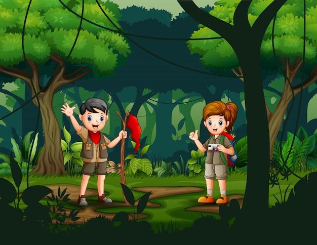 Scena con i bambini che esplorano l'illustrazione della natura