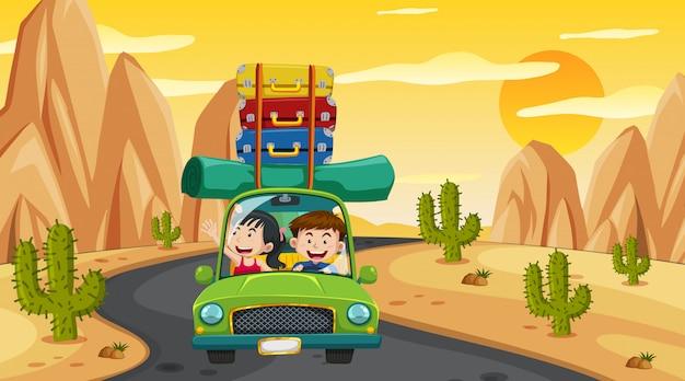 Scena con persone che guidano auto sulla strada al tramonto