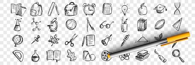 Insieme di doodle di scuola. raccolta di modelli di modelli di schizzi disegnati a mano di attrezzature di classe libri lavagne scrivanie su sfondo trasparente. torna all'università universitaria e all'illustrazione dell'istruzione.