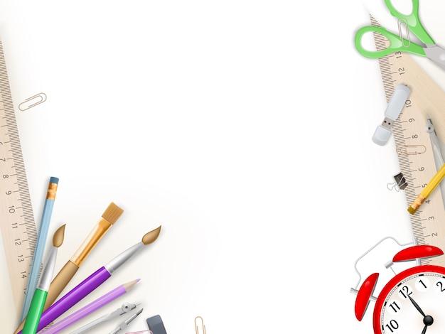 Materiale scolastico su bianco.