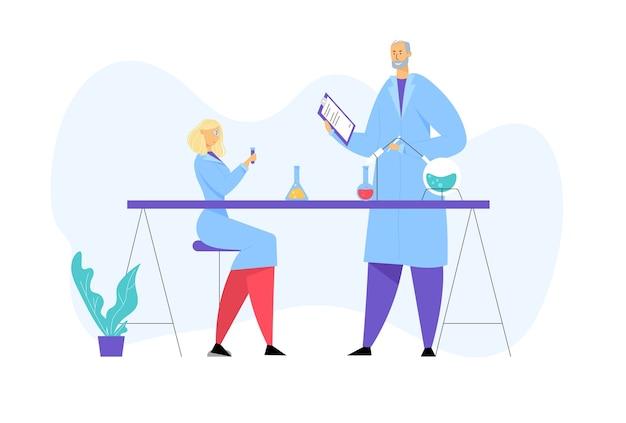 Scienziati che indossano camici da laboratorio che conducono esperimenti e ricerche scientifiche in laboratorio