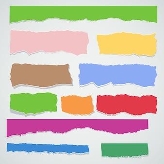 Set di colori della carta di scarto. pezzi strappati di foglio bianco. illustrazione del fumetto piatto vettoriale. oggetti isolati su sfondo.