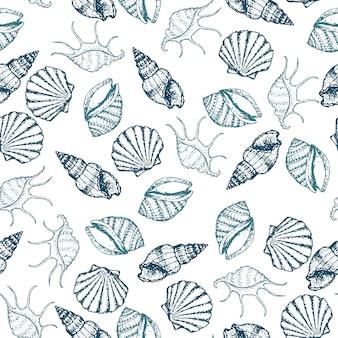 Modello senza cuciture disegnato a mano delle conchiglie degli animali marini, delle stelle marine e del gallo.