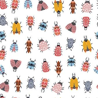 Seamless pattern infantile con insetti e coleotteri in stile scandinavo.