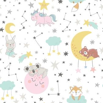 Seamless pattern infantile con volpe addormentata, orso, unicorno, coniglietto, koala, luna, stelle e costellazioni.