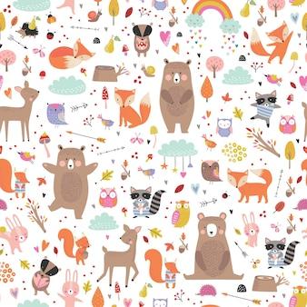 Seamless pattern infantile con animali del bosco. simpatici cervi, orso, procione, volpe, personaggi divertenti.