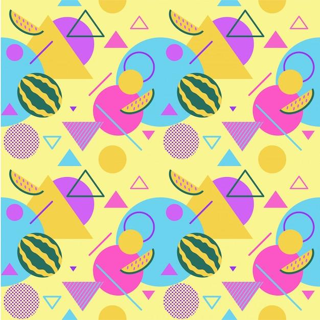 Modelli estivi di colore senza cuciture con angurie e palme