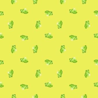 Modello senza cuciture insalata di batavia su sfondo giallo. ornamento minimalista con lattuga.