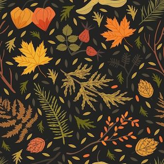Motivo senza cuciture decorato con elementi floreali: radica, aghi di abete, sandthorn, cape gooseberry, felce, foglie di acero. illustrazione della foresta autunnale per tessuto, tessuto, carta da imballaggio sfondo di stampa.