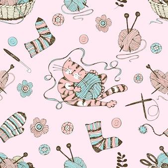 Modello senza cuciture sul tema del lavoro a maglia con un cesto e gomitoli di lana e un simpatico gatto. vettore.