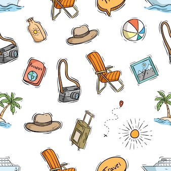 Modello senza cuciture di elementi di viaggio con stile doodle colorato Vettore Premium