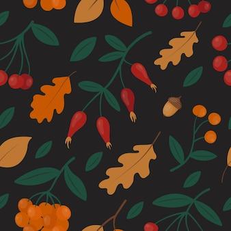 Modello senza cuciture con bacche di sorbo rosso e arancione autunnali, foglie di quercia e rosa canina su fondo nero.