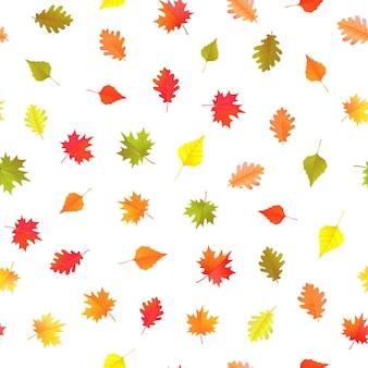 Modello senza cuciture con foglie autunnali gialle, verdi e rosse. ornamento vettoriale per carta da regalo e design