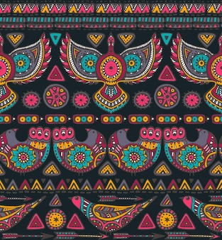 Seamless con elementi etnici colorati disegnati a mano. design tribale con forme geometriche e uccelli decorati.