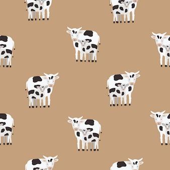 Modello senza cuciture con mucca e vitello ricoperti di macchie bianche e nere. sfondo con simpatici animali del fumetto su sfondo marrone. illustrazione colorata per stampa tessile, carta da parati, carta da imballaggio.