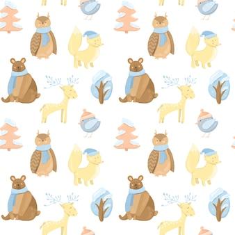 Modello senza cuciture con simpatici animali invernali (orso, volpe, gufo, cervo, uccello) e alberi