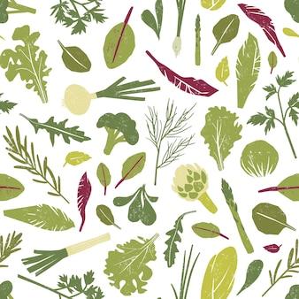 Modello senza cuciture con piante verdi fresche, verdure, foglie di insalata ed erbe su bianco