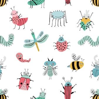 Modello senza cuciture con bug divertente. sfondo con insetti felici dei cartoni animati. stampa disegnata a mano colorata.