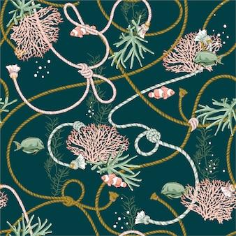 Modello senza cuciture con coralli disegnati a mano d'oro, e tesoro animale, pesci, corde e perle sul colore verde oceano scuro