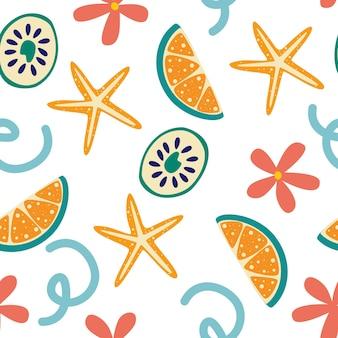 Modello estivo senza cuciture con fette di limone e fiori. design vibrante estivo. frutta tropicale esotica. lime fresco, stelle marine e fiori. fetta intera di limone. illustrazione vettoriale in uno stile piatto.