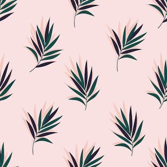 Un modello astratto verde tropicale senza soluzione di continuità con foglie di palma su sfondo rosa chiaro