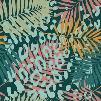 Seamless pattern tropicale con rami di palma e stampa leopardata Vettore Premium