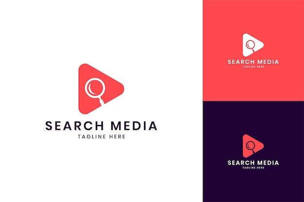 Cerca il design del logo dello spazio negativo dei media