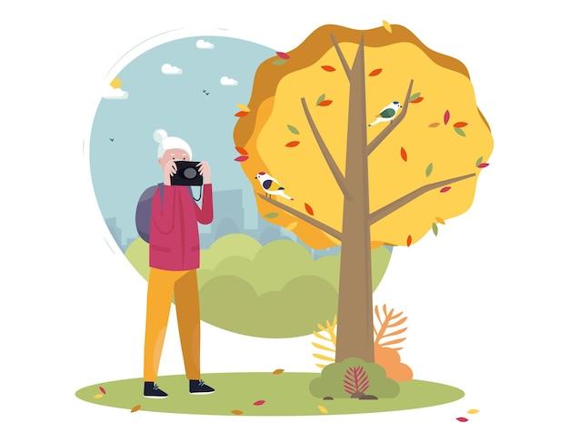 Senior concetto di stile di vita attivo all'aperto donna anziana che fotografa la natura paesaggio urbano bg