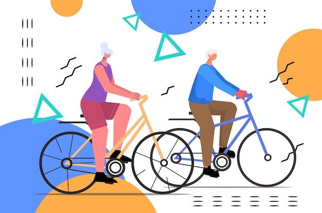Senior uomo donna in bicicletta coppia di età equitazione bicicletta allenamento stile di vita sano attivo vecchiaia concept