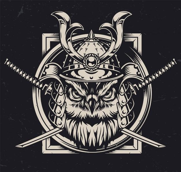 Testa di gufo serio nel casco samurai