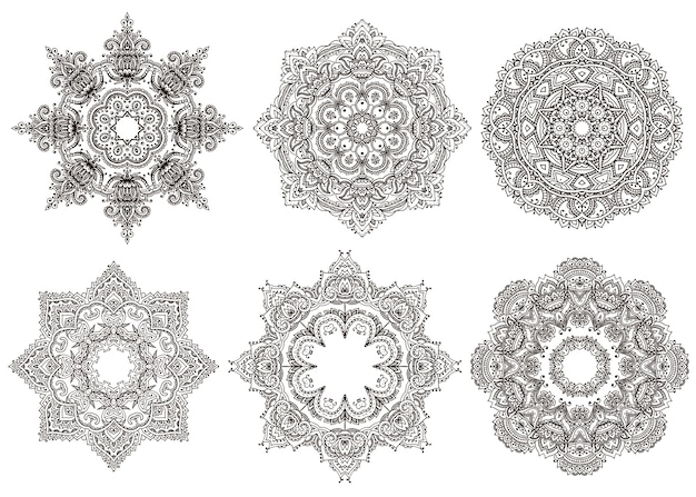 Set di 6 mandala orientali disegnati a mano isolati su priorità bassa bianca