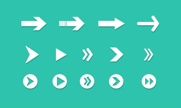 Set di frecce su sfondo verde