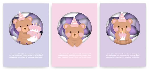 Set di carte dell'acquazzone di bambino e biglietti d'auguri con l'orso e la torta svegli.