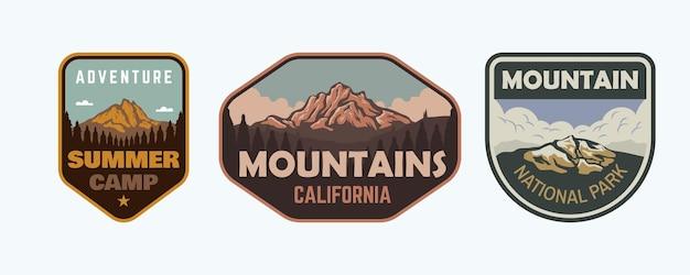 Set di adesivi per badge vintage mountain outdoor illustrazione
