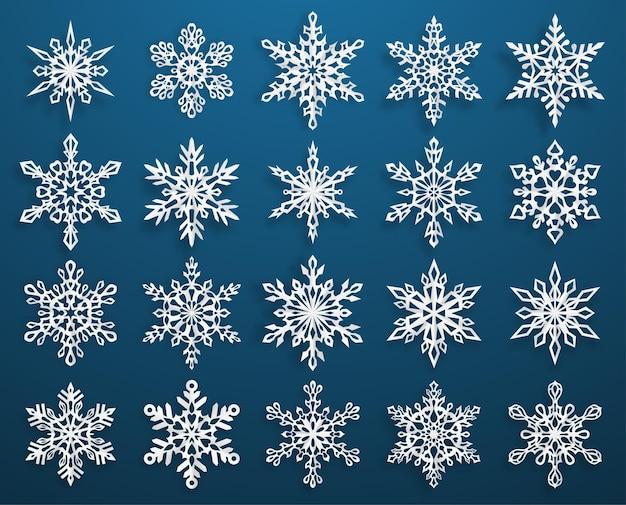 Set di bellissimi fiocchi di neve di natale di carta complessa con ombre morbide, bianche su sfondo blu