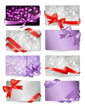 Set di bellissime carte regalo con fiocchi regalo rossi con nastri