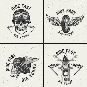 Set di emblemi di motociclisti. teschi da racer, ruote alate. elementi per logo, etichetta, emblema, segno. illustrazione