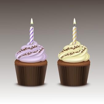 Set di cupcake compleanno con panna montata giallo lilla chiaro, granelli di cioccolato e una candela da vicino sullo sfondo