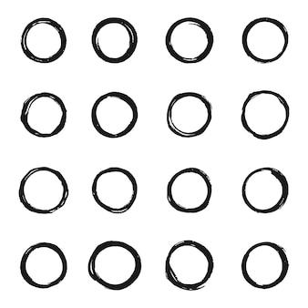 Set di forme di cerchi neri grunge, collezione di cerchi grunge, pennellate circolari