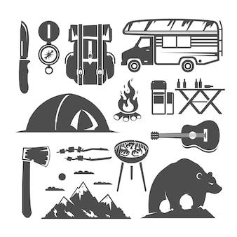 Set di icone in bianco e nero sul tema del campeggio