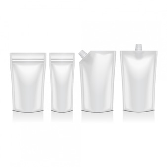 Set di doypack di plastica bianco alzare il sacchetto con beccuccio. imballaggi flessibili per alimenti o bevande