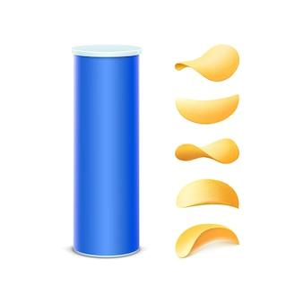 Set di blu scatola di latta contenitore tubo per pacchetto design con patatine fritte croccanti di diverse forme close up isolati su sfondo bianco