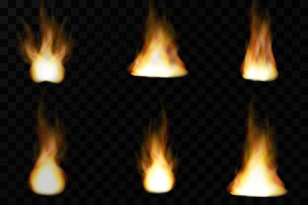 Insieme delle fiamme realistiche luminose del fuoco con la trasparenza isolata sul fondo a quadretti di vettore. collezione di effetti di luce speciali per design e decorazione.